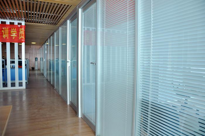 高端铝型材玻璃隔断14