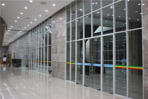 高端铝型材玻璃隔断12